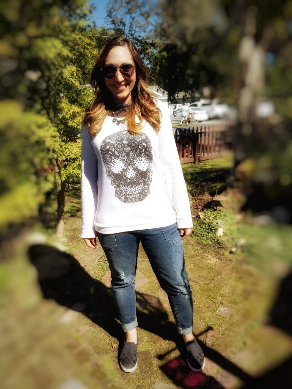 october ootd, fashion blogger, halloween ootd, black skull, skull sweatshirt, girlfriend jeans